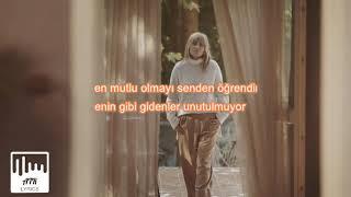 Ayla Celik - Aşık Oldum Giderken (SÖZLERİ & LYRICS).mp3