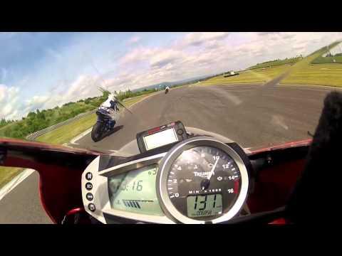 Triumph Daytona r – First Ride India – Corner –