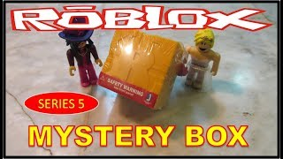ROBLOX MYSTERY BOX series 5 unboxing | Free code @ the end of the video first to redeem it, gets it.