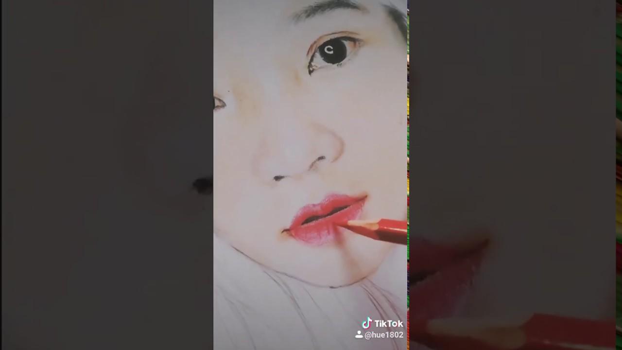 Vẽ tranh chân dung cô gái đẹp bằng chì màu – Wall painting T–Art Ha Noi Zalo 0799110022