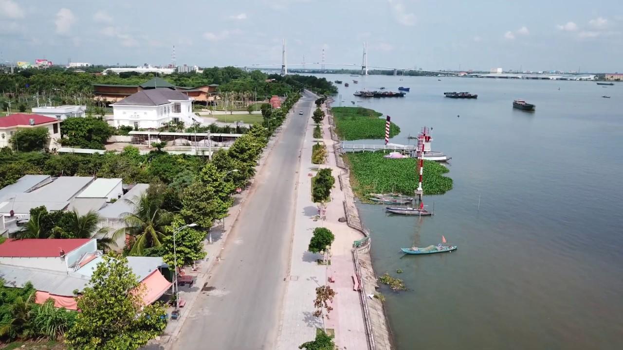 Đất nền view sông, bên hông khu du lịch giá chỉ 900 triệu/nền sổ sẵn.LH: 0898 678 679 Mr Bằng