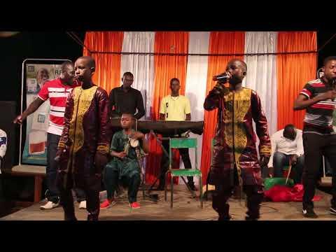 Les frères zikiri en concert live à Zegoua