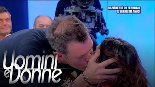 Uomini E Donne, Trono Over - Barbara E Michele: Un Bacio Inaspettato