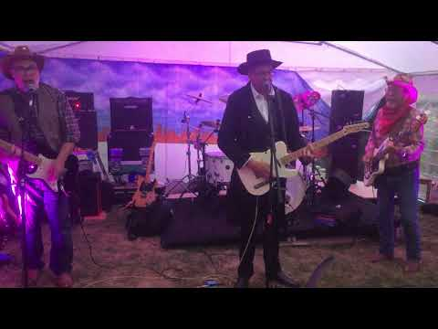 ordinary guise at the fir tree fest 2018 with special guest jackie lynton
