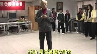 太極拳大師鞠鴻賓與學生討論太極拳要領