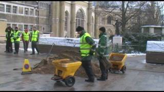 Parking attendants in Brighton & Hove volunteer to help clear snow and grit pavements and roads