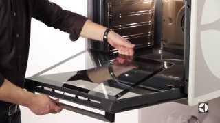 Духовой шкаф Electrolux EOB93430CK видео(Встраиваемый духовой шкаф Electrolux EOB93430CK имеет объем 74 л и требует независимую установку. Максимальная темпер..., 2015-07-09T15:56:52.000Z)