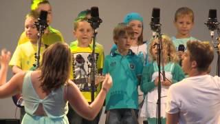 Download 10 Jahre sing4fun: Das Raphuhn - Beginners: Solo: Emily Ouschan und Pascal Joschtl MP3 song and Music Video