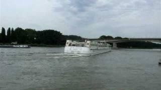 Wendemanöver Rhein Worms (Germany) von einen Vergnügungsdampfer / Schiff
