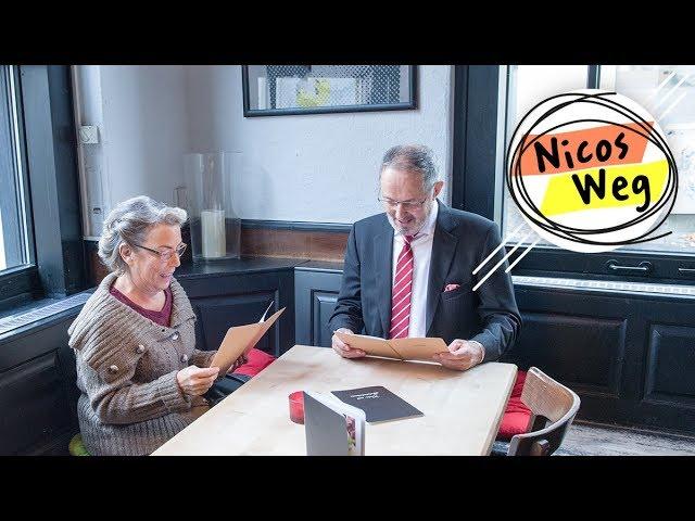 Nicos Weg: Im Restaurant