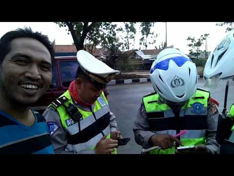 Salut polisi Bandung_ telat bayar pajak kena tilang, sesuai pasal 288, STNK di anggap tidak syah
