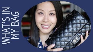 What's in my Bag - featuring Chanel Reissue 225