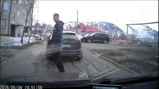Пьяный водитель выбил стекло, избил и уехал (без мата)