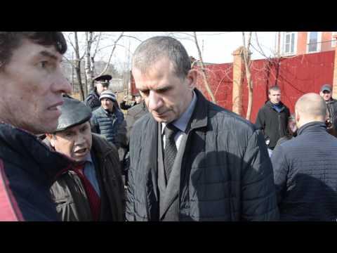 Стычки рабочих с полицией и СОБРом в Биробиджане при обыске в доме Ивана Проходцева 21.04.17 года