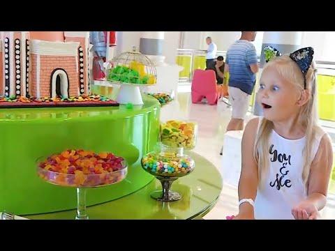 Алиса играет в парке развлечений для детей или Fun entertainment for kids / Мими Лисса