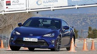 Toyota GT86 2017 - Maniobra de esquiva (moose test) y eslalon | km77.com
