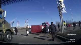 Страшная авария с Газелью  на перекрестке Казакова/Доблести 16 03 2017