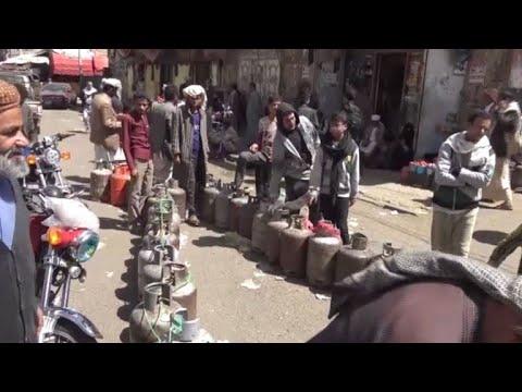 War leaves Yemenis struggling to find cooking fuel