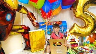 Крутые ПОДАРКИ на День Рождения! Сеня в ШОКЕ от такой Распаковки