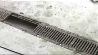 Прочистка бетонных водоотводных лотков(Чистка бетонных водоотводных лотков с чугунной решеткой http://meaplast.ru/lotki-vodootvodnye-betonnye/, 2013-07-19T10:04:48.000Z)