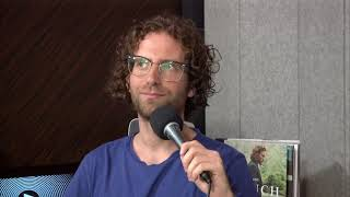 Kyle Mooney Gets Serenaded by Taran Killam