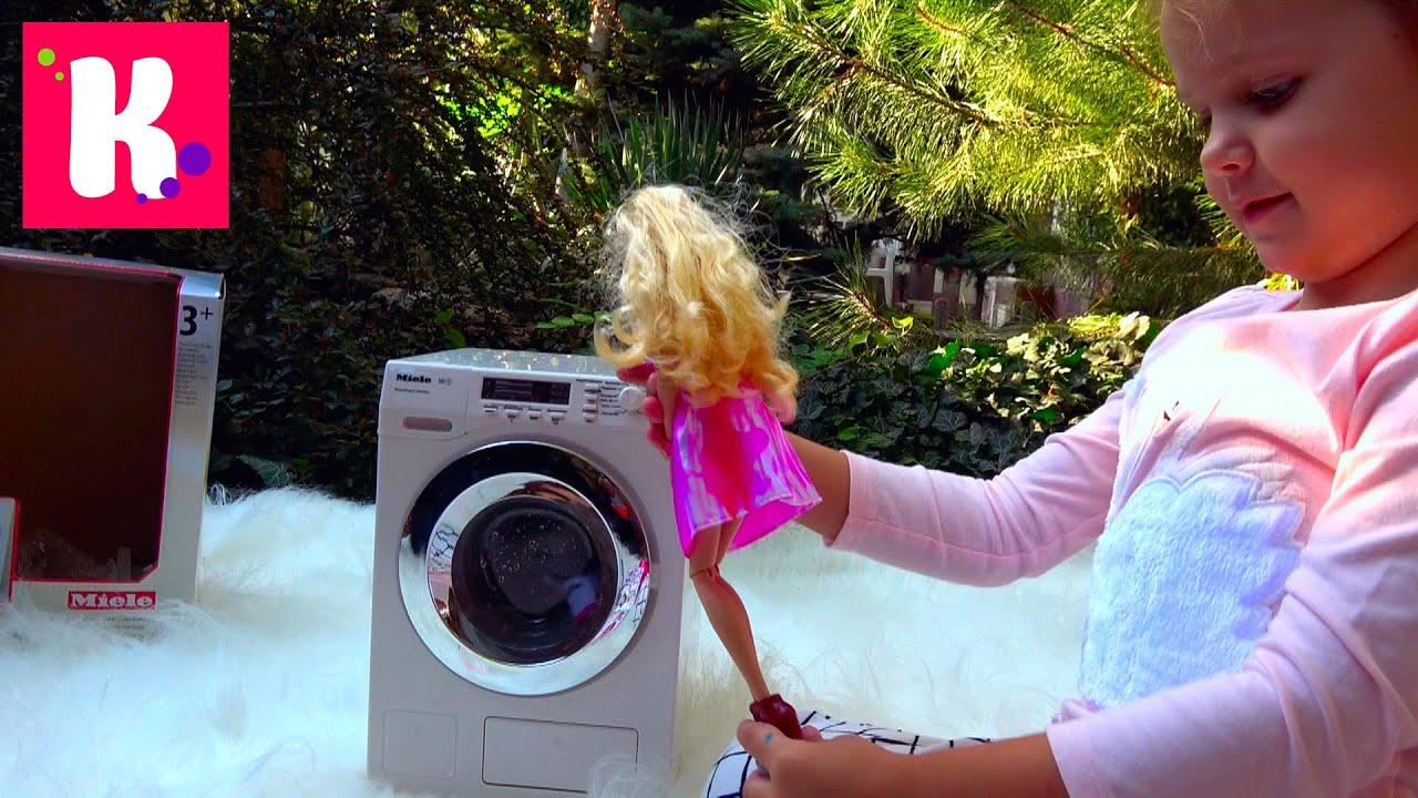 Дизайнерская мастерская и Кукла Barbie/ игрушечная стиральная машинка / играем на улице