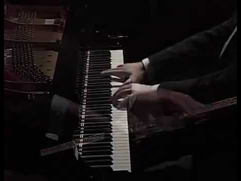 Alexandre Moutouzkine Performing Beethoven, Dallapiccola, and Chopin (CIPC 2007)