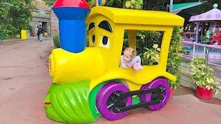 ВЛОГ Свинка Пеппа в СУПЕР парке аттракционов и развлечения для детей в Гонконге Новые серии смотреть