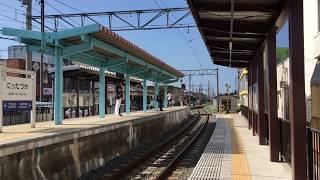 えちぜん鉄道新田塚駅を発着する高床電車を低床電車用ホームから見る