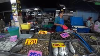 Тайланд Паттайя октябрь 2019 Обзор рынка Свежие морепродукты Фрукты