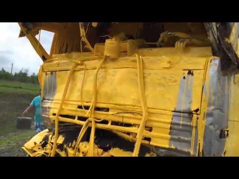Камаз врезался в грузовик с краской.