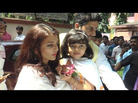 Aishwarya Rai Bachchan & family attend Durga Puja | FULL VIDEO