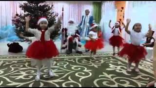 Малышата   Новогодний танец