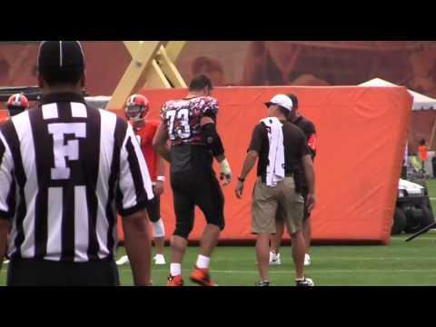 Browns' left tackle Joe Thomas injures knee