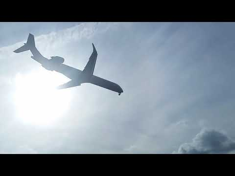 Aviation: American CRJ-900 Low Fly-Over + Landing At Tallahassee!