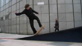 alexis five o 360 shove it out OMG SKATE CREW AT LA DEFENSE