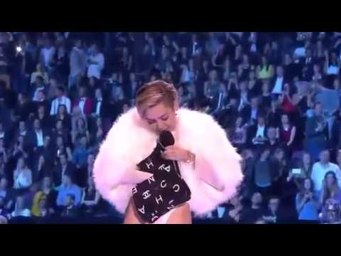 Miley Cyrus Smoking WEED ON STAGE!! MTV VMA 2013