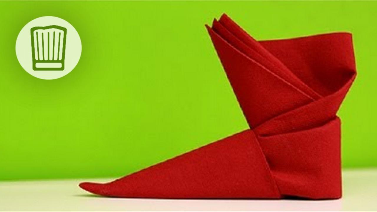 Servietten falten  Der Stiefel  Tischdeko zu Nikolaus