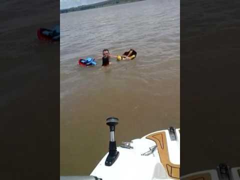 Pulando no rio