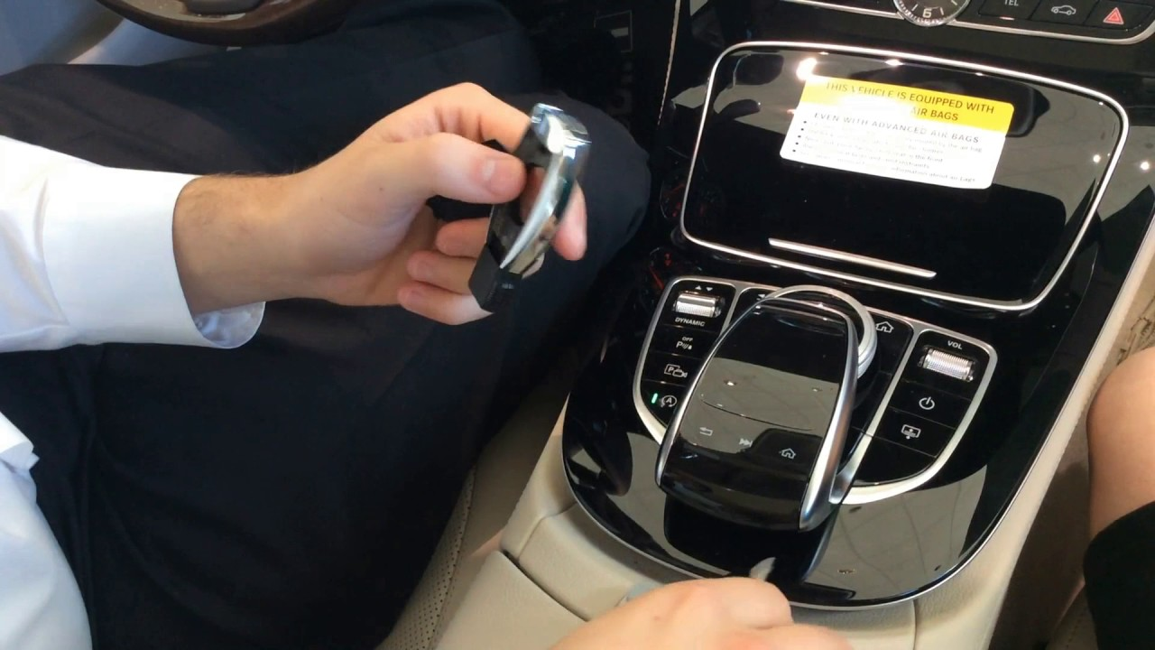 Changing The Battery In Your Mercedes-Benz Key Fob - YouTube