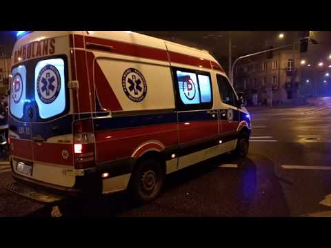 Lublin. Audi wbiło się tyłem w słup. Dwie osoby ranne