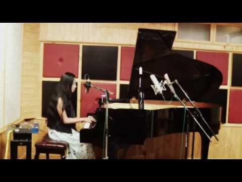 เดี่ยวเปียโน ผู้หญิง (นักร้อง) Jazz สากล Moon River -coverโดย www.FineOrawanya.com งานแต่ง Event