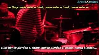 Kaiser Chiefs - Never miss a beat (inglés y español)