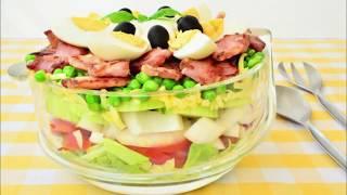 Вкусный салат с капустой, зеленым горошком и беконом. Салат из капусты огурцов и помидоров