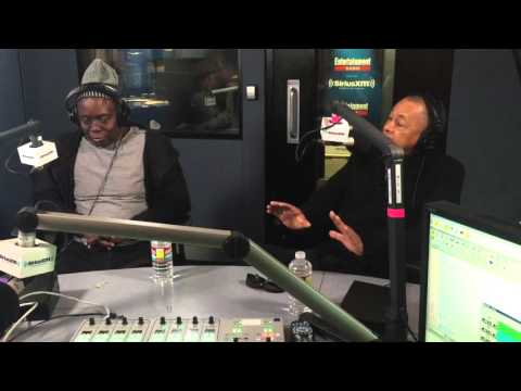 Maria Menounos Talks With Earth, Wind and Fire About Their Career