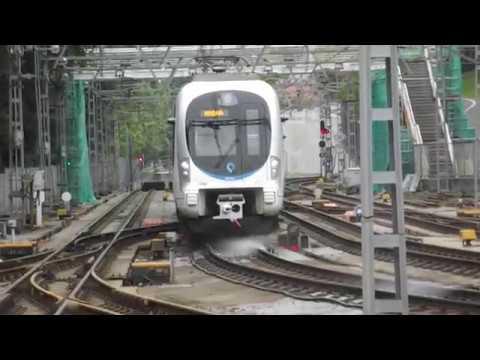 Euskotren UT 900 entrando en la estación de San Sebastian