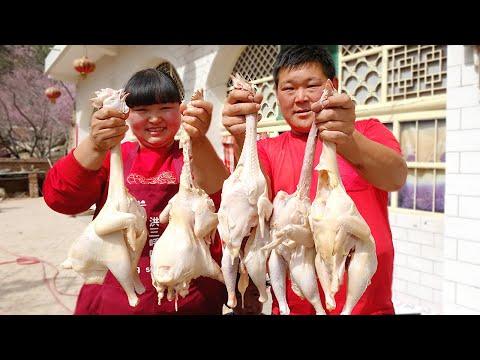 【陕北霞姐】胖弟弟帮忙垒院墙,霞姐一次炖5只鸡,就着米饭猛扒拉,真过瘾!