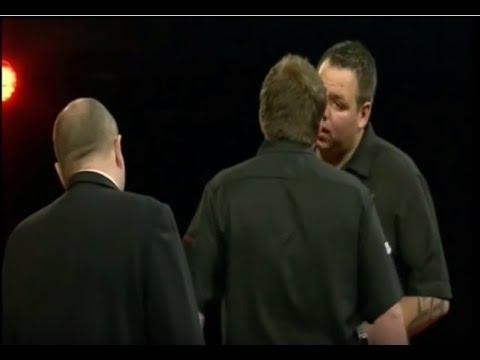 Adrian Lewis vs. James Wade Incident - 2010 PDC World Grand Prix