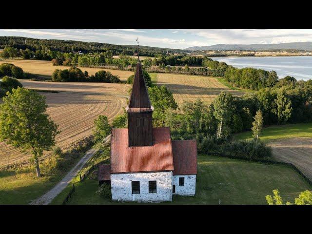 2020-08-29 Fiskum gamle kirke sett fra lufta