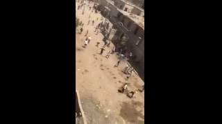 بالفيديو.. عشرات يهاجمون منزل قبطي ببني سويف بالحجارة والزجاج.. وإصابة ضابط شرطة والقبض على 16
